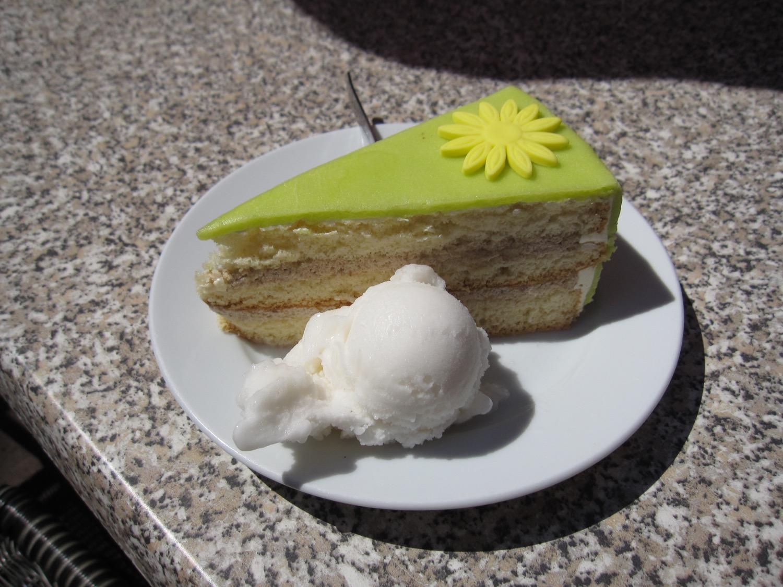 Apfel-Banane-Marzipan-Torte und Zitroneneis - Obst ist wichtig